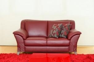 Как очистить кожаный диван