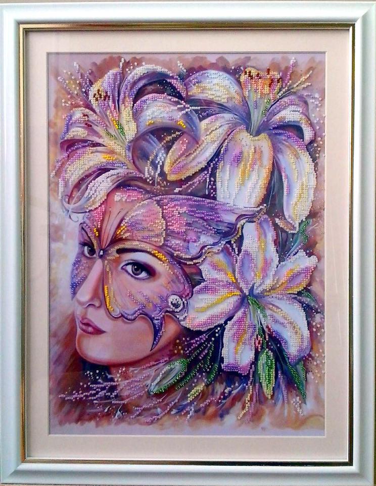 Картина из бисера «Дама в маске»