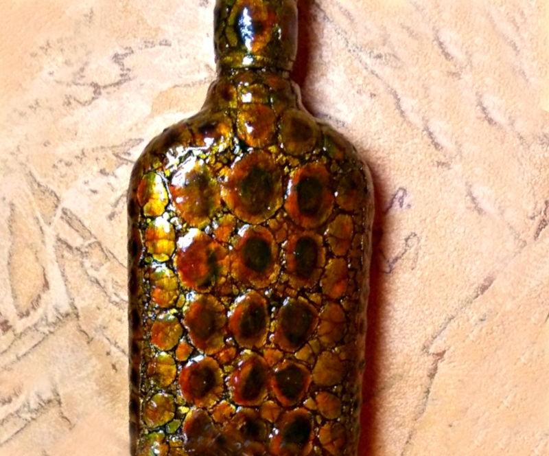 Декупаж бутылки под кожу крокодила